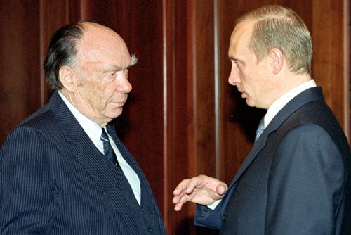 Alexander Yakovlev, left, with Russian President Vladimir Putin in 2000.